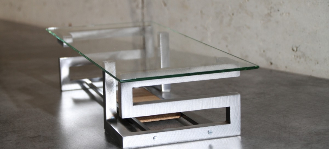Table en acier avec plateau verre