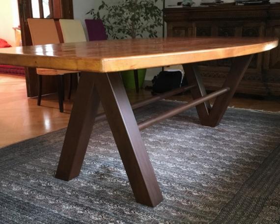 Table en acier oxydé verni avec plateau bois